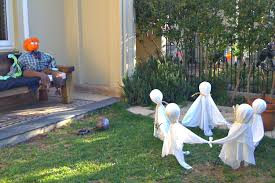 pictures of yards decorated for halloween make flying ghosts for outdoor halloween displays