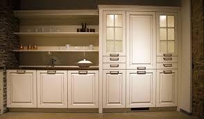 meuble de cuisines meuble cuisine classique les meubles de classiques tiennent galement
