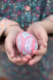 Decorating Easter Eggs With Nail Polish by How To Dye Easter Eggs With Silk Ties Silk Ties Easter And Egg
