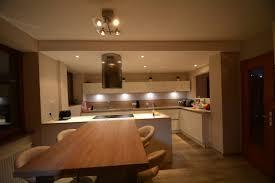 cuisine noir laqué plan de travail bois cuisine blanche plan de travail bois amnagement cuisine noir plan