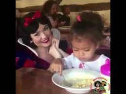 Little White Girl Meme - video little girl trying to eat breakfast isn t a fan of snow