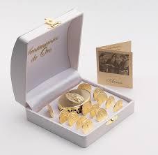 arras de oro las arras que entregan los padrinos a los novios significan la