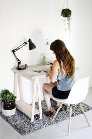 Diy Desks Concrete Desktop With Wooden Legs