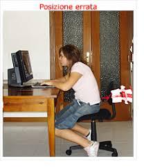 postura corretta scrivania le posizioni e i movimenti per prevenire il mal di schiena