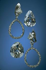 antoinette earrings photograph of the antoinette diamond earrings showing mounts
