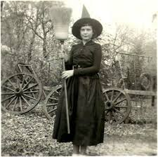 Halloween Witch Costumes 25 Vintage Witch Ideas Vintage Witch Photos