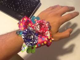 How To Make A Corsage Wristlet How To Make A Quick Candy Wrapper Corsage 5 Steps