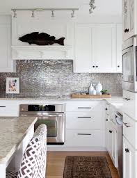 kitchen backsplashes with white cabinets 25 best silver backsplash images on backsplash ideas