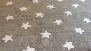 tapis chambre bebe canals tapis chambre bébé tapis gris etoiles blanches