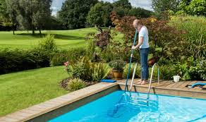 pool cleaning noahs pool service