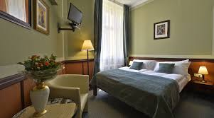 Twin Bed Hotel by