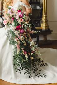 cascading bouquet now this is a wedding bouquet easy weddings easy