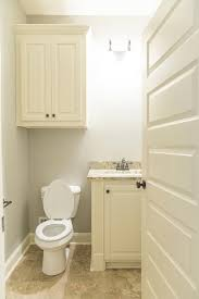 15 tips on living large in a tiny bathroom