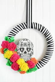 make a halloween wreath skull wreath