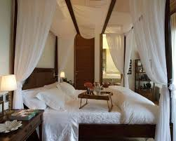 How To Decorate A Canopy Bed Romantic Canopy Bed Houzz