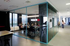 how to choose meeting room scheduling software robin at work