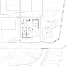 curving walls eclipse the glazed facade of a japanese house site plan click for larger image park and house by tsuyoshi kawata floor