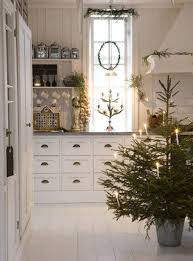 10 country christmas decorating ideas artisan crafted iron