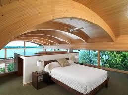 revetement plafond chambre design interieur chambre mansardée revetement plafond bois grand