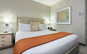 deluxe king bed room seaport hotel u0026 world trade center
