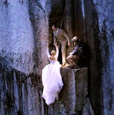 wedding photographers in nh wedding photographers capture daring newlyweds on cliffs