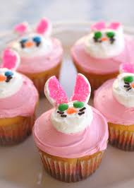 Easter Decorated Cupcakes by Two Easter Cupcakes Bunny And Flower Cupcakes The Who Ate