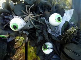 crafty sisters eyeball halloween wreath