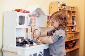 kinderk che holz holzkinderküche die besten küchen im test holzgefertigt
