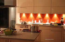 peinture orange cuisine peinture renovation meuble cuisine beau une cuisine en longueur avec