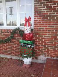 Christmas Decorations For Wrap Around Porch by 19 Best Christmas Decorating Images On Pinterest Stairs Holiday