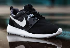 rosh run nike roshe run paint blot sneakernews