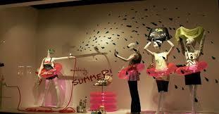ideas for summer window displays boutique window