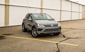 volkswagen touareg interior 2015 2017 volkswagen touareg in depth model review car and driver