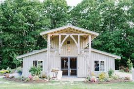 Inexpensive Wedding Venues In Maine 30 Charmingly Rustic Barn Wedding Venues Rustic Wedding Venues