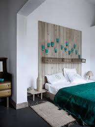 lit de chambre a coucher chambre à coucher chambre coucher blanche tête lit bois accents