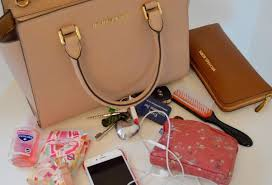 10 Must Haves For Every by 10 Things Every Must In Handbag Amuserr