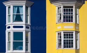 chambres bleues chambres bleues et jaunes photo stock image du hublots 31593278