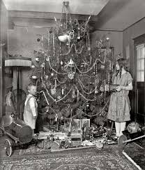 vintage christmas tree 20 great vintage christmas photos from the early 1900s if it s