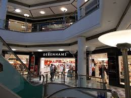 Wedding Cake Knife Debenhams Man Dies After Plunging From Fourth Floor Of A Debenhams Store In