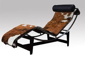 le corbusier lc4 lounge chair in cowhide