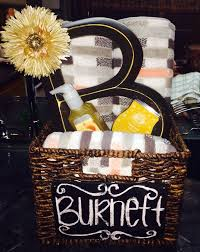 what gift to give at a bridal shower best 25 bridal shower gifts ideas on wedding survival