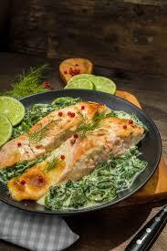 cuisiner pavé saumon recette pavé de saumon à l unilatérale mousse de cresson