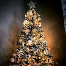 Commercial Christmas Decorations Scotland by When Should You Take Your Christmas Tree And Decorations Down