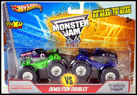 toy grave digger monster truck amazon com 2013 wheels monster jam truck grave digger vs son