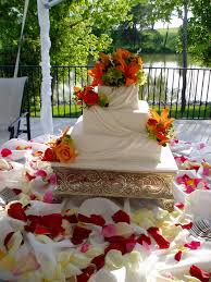 square wedding cake with fresh lilies wedding dish