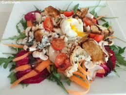 comment cuisiner la betterave crue salade de betteraves crues roquefort poires et œuf mollet