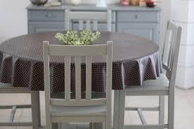 repeindre une table de cuisine en bois repeindre chaise en bois vu peindre a la bombe comment une table