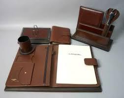 parure bureau cuir lancel parure de bureau en cuir marron piqué comprenant un pot à