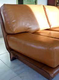 renovation cuir canapé réfection d un canapé en cuir au fil des matières