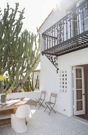 garden visit spanish colonial style made modern in la gardenista